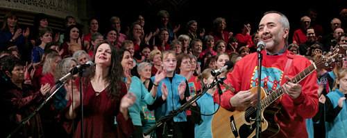 photo of Raffi with the Gettin' Higher Choir